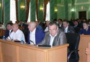 Депутата Брянской Думы назвали комедиантом и запретили ему говорить