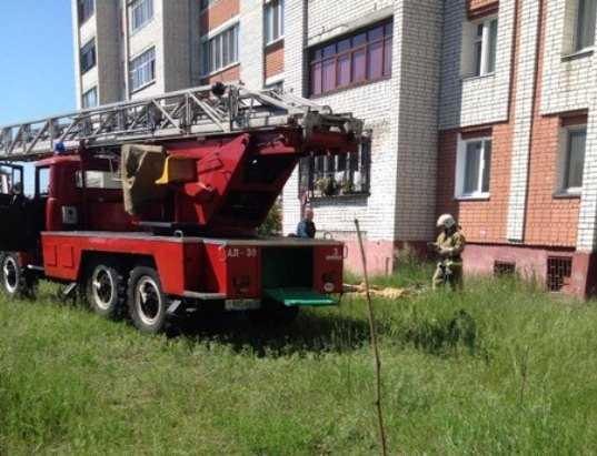 В Брянске пенсионер угрожал спрыгнуть с пятого этажа