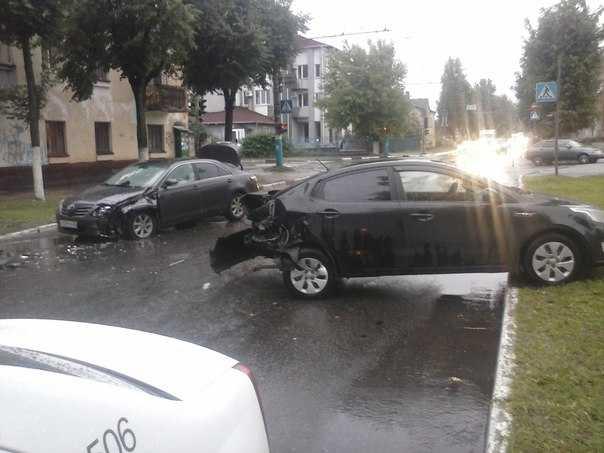 С непогодой на брянских автомобилистов обрушилось множество несчастий
