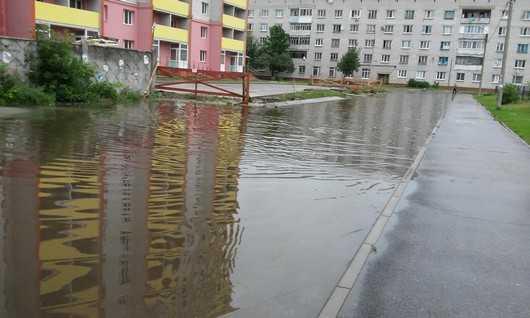 Площадь у вокзала Брянск — I превратилась в озеро