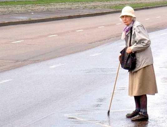 На брянской трассе водитель «Рено» разбил лоб пенсионерке