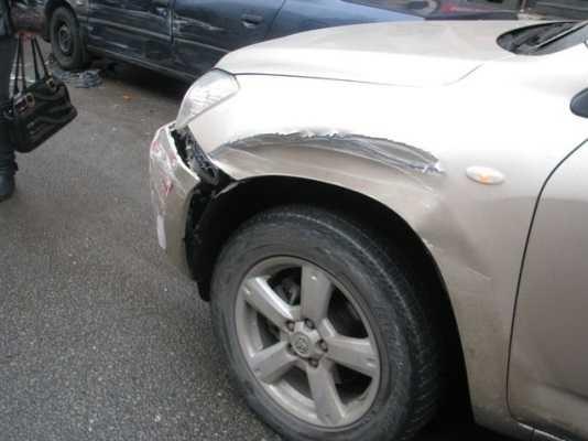 Брянский водитель покалечил женщину, врезавшись в стоявшую фуру