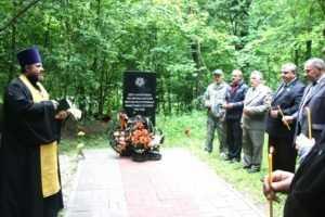 В Локте освятили памятник 1500 брянцам, уничтоженным фашистами