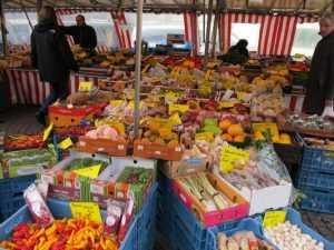 Во всех районах Брянска откроют крестьянские рынки