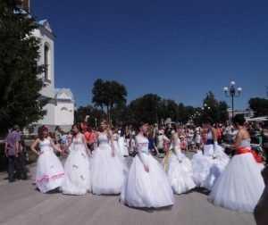 В Дятькове провели первый парад невест