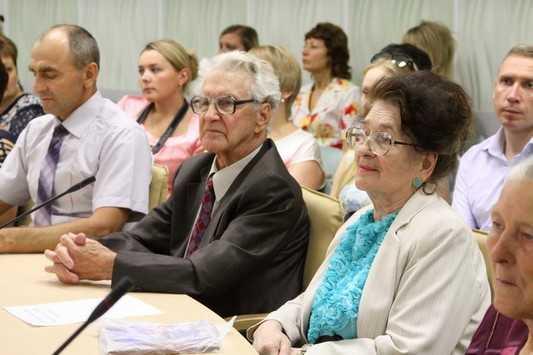 Супружеские пары брянцев наградили за любовь и верность