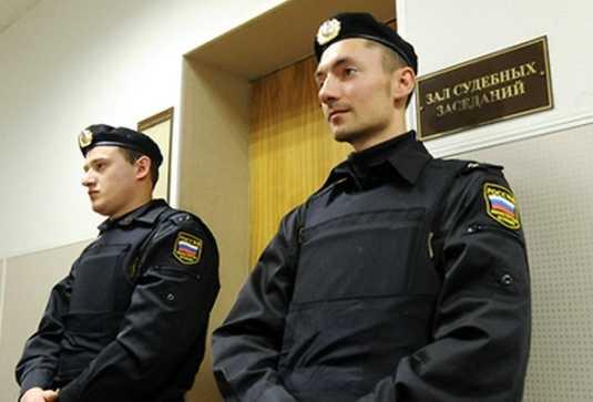 В брянских судах у посетителей изъяли 2 тысячи боеприпасов