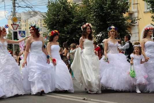 Брянские невесты 12 июля перекроют дорогу автомобилистам