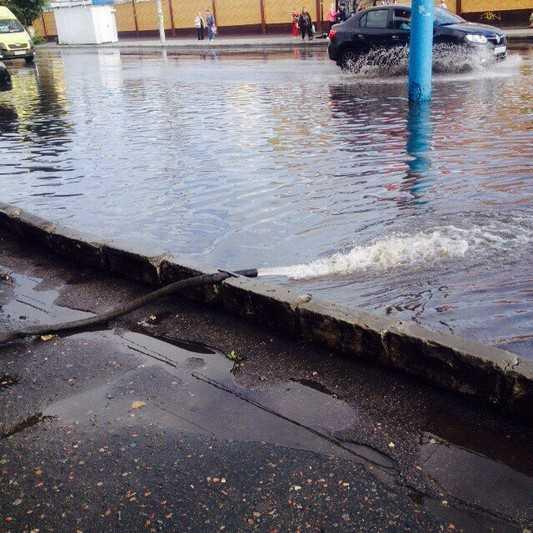 Брянские дороги после дождя ушли под воду