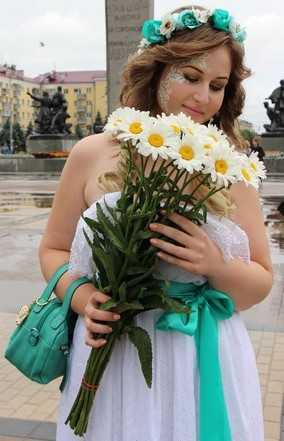 В Брянске половина парада невест растаяла под дождем