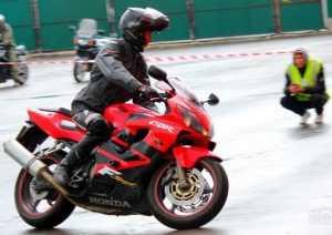 Брянские мотоциклисты удивили фигурным вождением