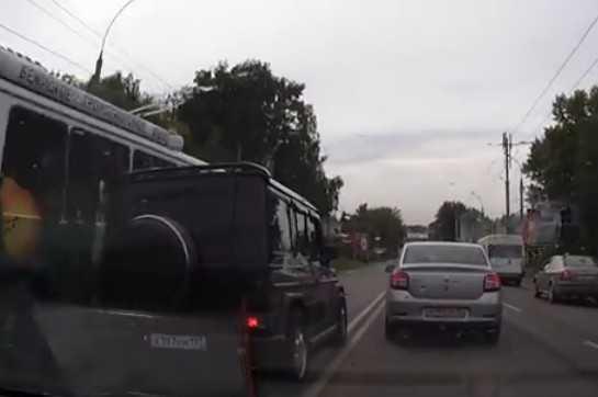 Брянцы показали во всей красе пересекшего сплошные линии москвича