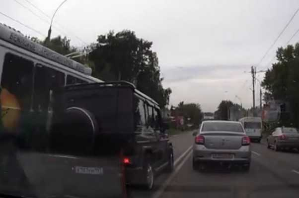 В Брянске нашли и наказали водителя «Мерседеса», пересекшего сплошные