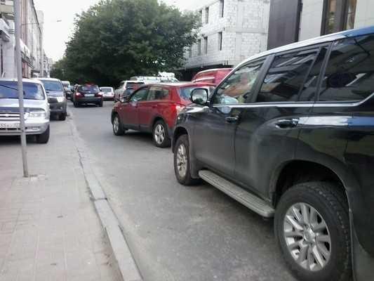 В Брянске затор на улице Грибоедова едва не привел к мордобою