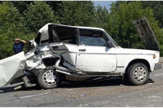 В ДТП на окраине Брянска водитель сломал позвоночник