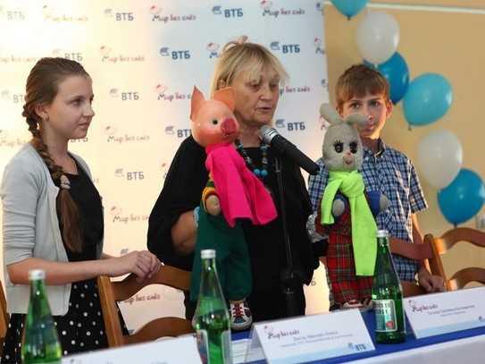 В Брянске Хрюша и Степашка подарили праздник больным детям