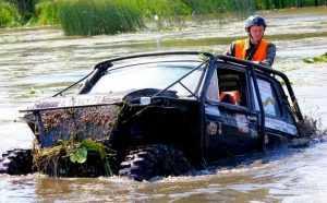 Брянские джипы в воде не тонут