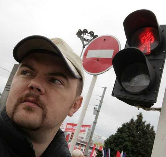 Видеокамера сняла падающий светофор в Брянске