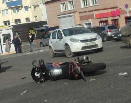 В Брянске около «Мельницы» упал мотоциклист