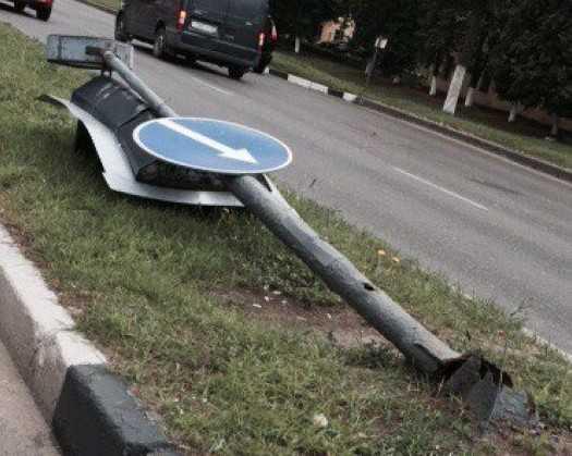 Брянцы установили причину падения светофора