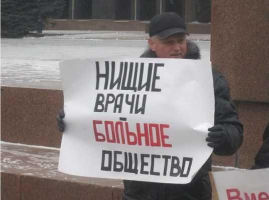 В брянской больнице 55 медикам задолжали более 400 тысяч рублей