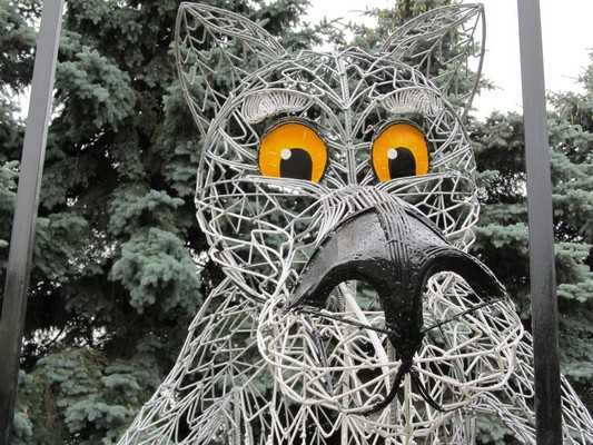 В Брянске на площади Партизан появился волк «Щас спою»
