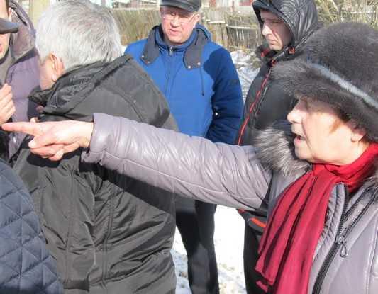 Брянская пенсионерка облилась керосином и пригрозила дорожникам самосожжением