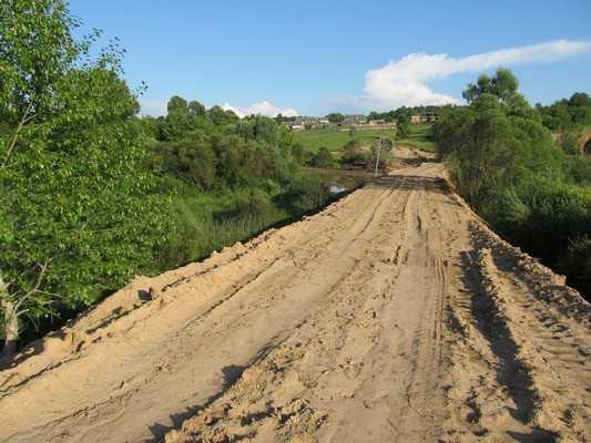 Жителей брянского села насторожила новая плотина