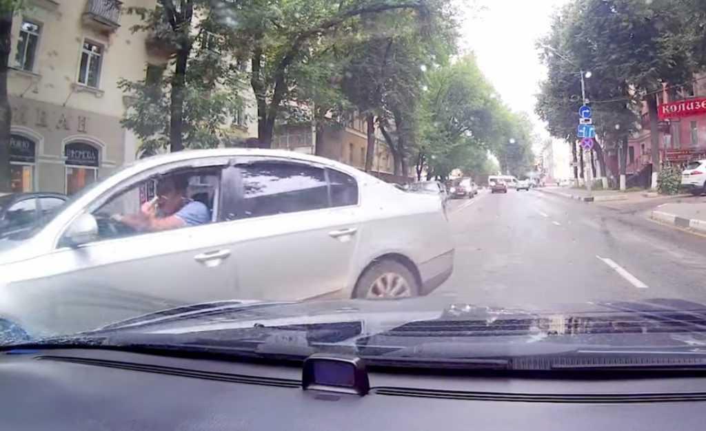 Нахального брянского водителя сняли на видео