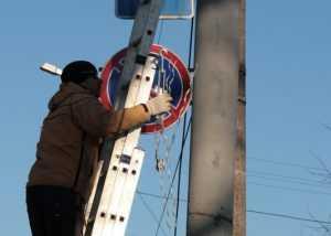 Брянские энергетики предупредили о недопустимости размещения рекламы на опорах