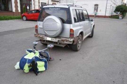 Иномарка сбила женщину с детской коляской в Брянске