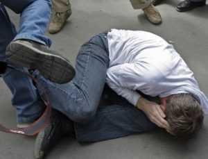 Парней, проломивших голову мужчине в центре Брянска, отправили в «зону»
