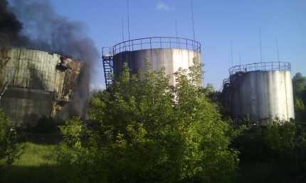 В Брянске на БМЗ погасили пылавший резервуар с соляркой