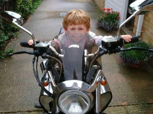 Брянский школьник на мотороллере сломал ногу 12-летнему мальчику