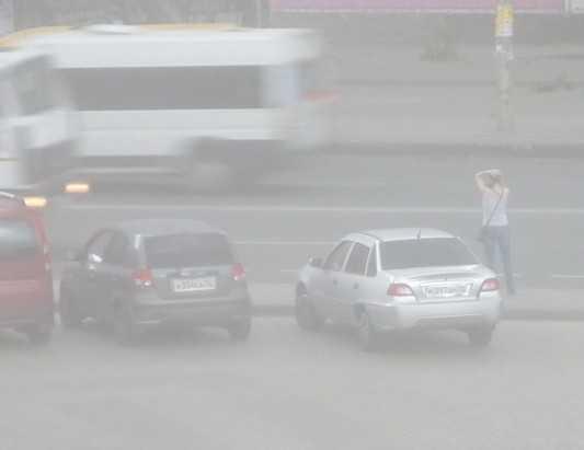 На Брянск обрушился ураган – улицы завалены ветвями и досками