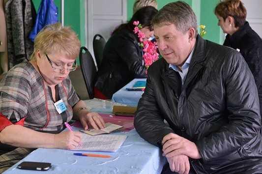 Три претендента на пост брянского губернатора сдали подписи в избирком