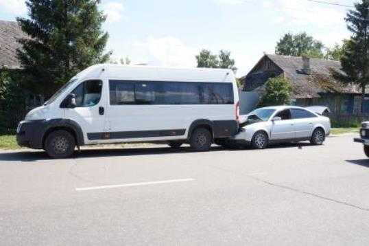 В Брянске пьяный водитель протаранил маршрутку – пострадали четверо