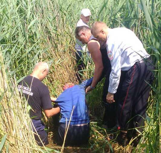 Заплутавшую брянскую ягодницу выносили километр через болота