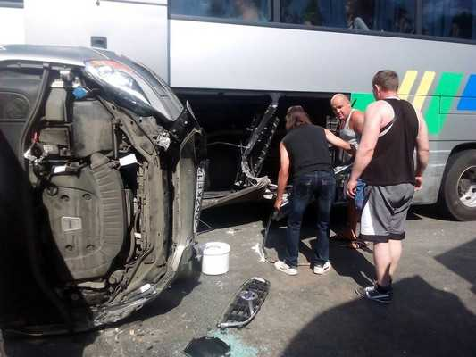 Под Брянском столкнулись автобус, грузовик и легковушка