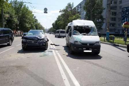 При столкновении маршрутки с тремя иномарками пострадали три брянца