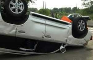Брянская автомобилистка сбила 16-летнюю девушку и перевернулась