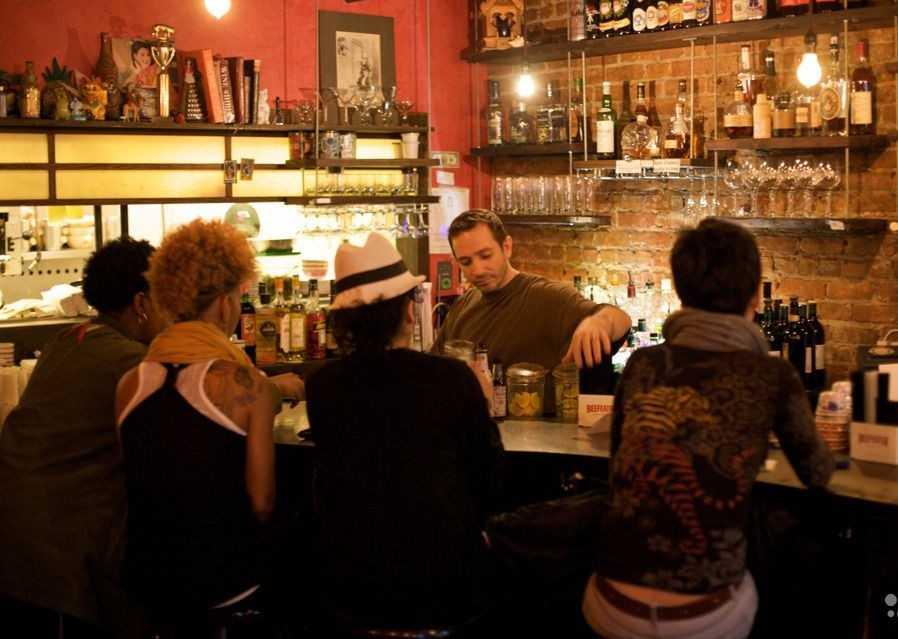 Владельца брянского кафе «Вдали от жен» наказали за алкоголь