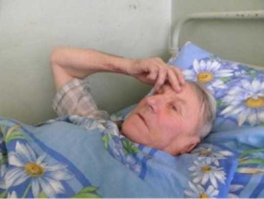 Разбойник сломал рёбра брянскому пенсионеру, требуя деньги
