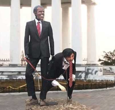 Одесситы установили фигуру Обамы с «Сабакашвили» на поводке