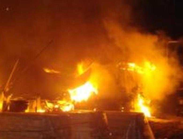 В брянском поселке сгорели мастерские