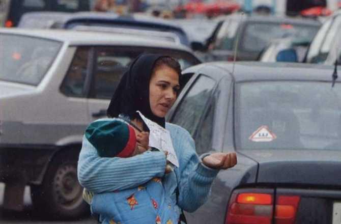 Брянская полиция задержала вороватую нищенку