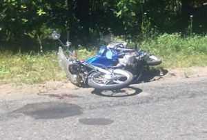 Мопедист разбился насмерть в поле возле брянской фермы