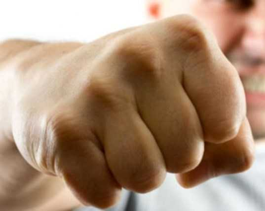 На молодого брянского буяна завели дело за избиение полицейского