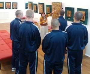 Юных зеков познакомили с искусством в брянском музее