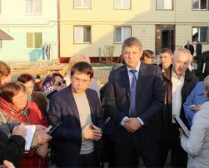 Заместитель министра Чибис похвалил новые дома в брянских Белых Берегах